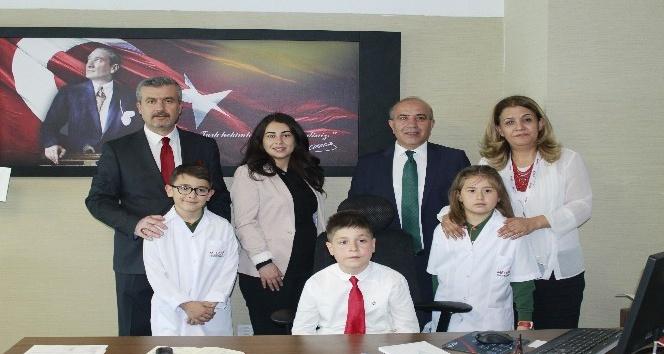 Medova Hastanesi yöneticileri koltuklarını 23 Nisanda çocuklara bıraktı
