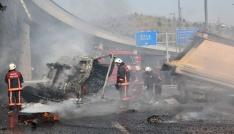 Üst geçitten düşen kamyon alev alev yandı: 2 yaralı