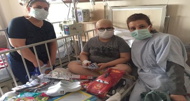 Gönüllüler 23 Nisanda hastane ziyaretinde bulundu