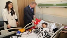 Vali Gülden hasta çocuklara 23 Nisan ziyareti