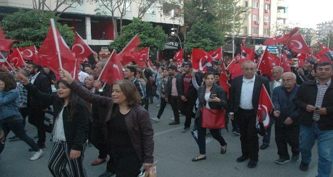 Adanada coşkulu 23 Nisan yürüyüşü
