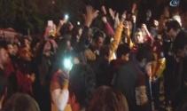 Galatasaray taraftarları, Floryada yönetim ve futbolcuları protesto etti