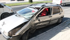 Öğretmenleri taşıyan servis ile otomobil çarpıştı:3 yaralı