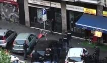Polis bıçaklı şahsı vurdu