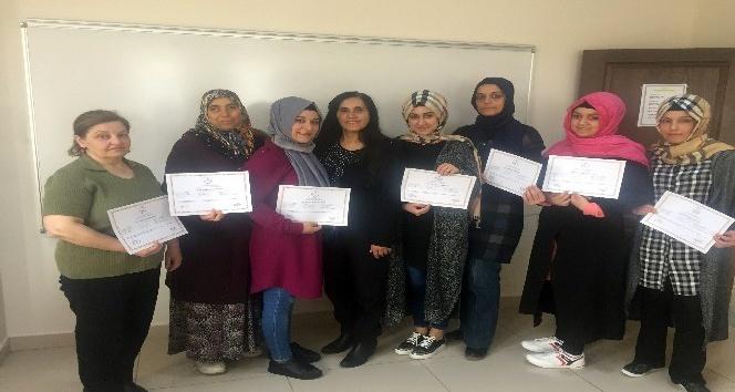 Pursaklarlı kadınlar İngilizce sertifikası aldı