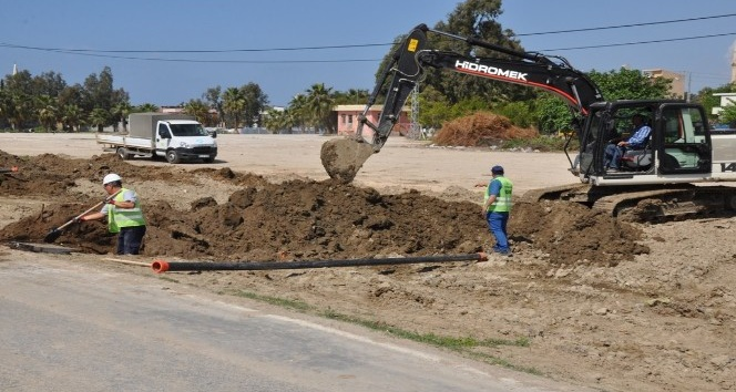 Karataş Tuzla Mahallesine yeni kanalizasyon hattı döşeniyor