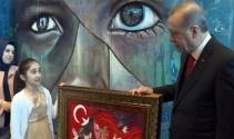 Küçük Dilaradan Cumhurbaşkanı Erdoğana anlamlı hediye