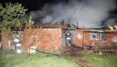 Safranboluda 50 metre ara ile iki ev yandı