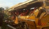 Kenyada petrol tankeri ile otobüs çarpıştı: 26 ölü