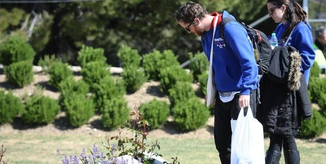 Avustralyalılar dedelerinin mezarında!