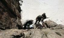 Mehmetçik zorlu şartlarda terörle mücadelesini sürdürüyor