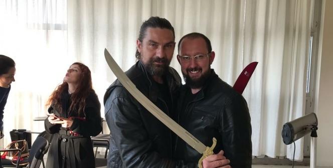 Bursalı bıçakçının yaptığı Diriliş kılıç ve baltaları yok satıyor