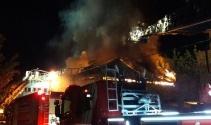 Sancaktepede çıkan yangında fabrika alev alev yandı