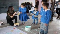 Marmara Üniversitesi öğrencilerinden kitap ve malzeme yardımı