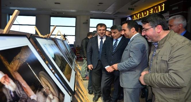 """Tatvanda """"Kadim Şehir Bitlis"""" konulu fotoğraf sergisi açıldı"""