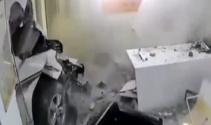 Araç ofise böyle daldı