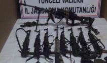 Etkisiz hale getirilen teröristlerden çok sayıda silah ve mühimmat ele geçirildi