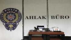 Antalyada kumar oynatılan dernekte silahlar bulundu