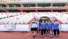 Lise öğrencileri Antalya Stadyumunda