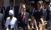 Cumhurbaşkanı Erdoğan cuma namazını Bezmialem Valide Sultan Camiinde kıldı
