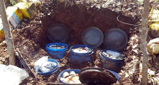 Teröristlere ait yüklü miktarda yaşam ve gıda malzemesi imha edildi