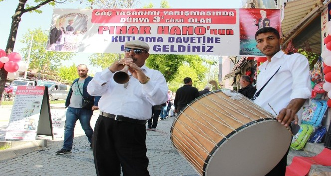 (Özel Haber) Dünya üçüncülüğüne Edirnede 9/8lik kutlama