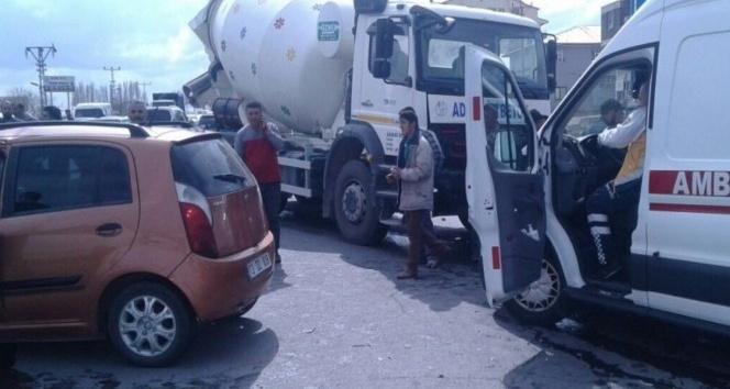 Tatvanda trafik kazası: 2 yaralı