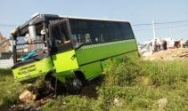 Freni patlayan yolcu midibüsü yeşil alana uçtu