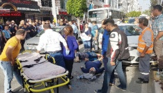 Otomobil yayalara çarptı: 2 yaralı