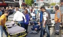 Otomobil yayalara çarptı: 2 kadın yaralandı
