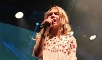Aleyna Tilki ilk halk konserini verdi