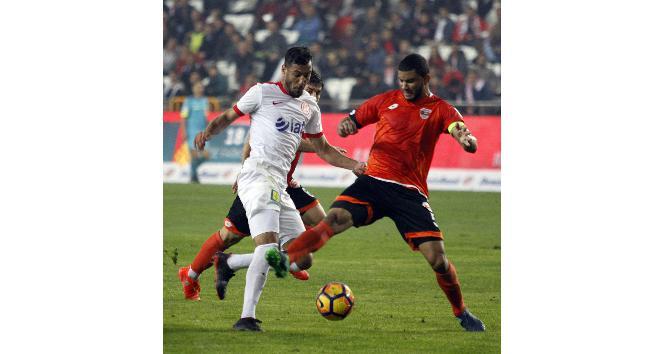 Adanaspor ile Antalyaspor ligde 12. randevuda