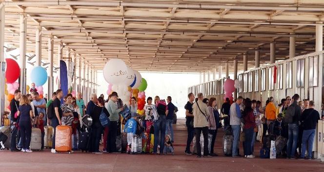 Antalyaya bir günde 190 uçak inecek