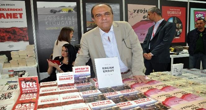 Yazar ve emekli polis Ercan Ersoy Kitap Fuarında kitabını imzaladı
