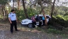 Takla atan otomobilde sıkışan sürücüyü itfaiye kurtardı
