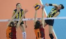 Fenerbahçe, Galatasaray'ı 3-0 ile geçti