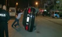 Antalya'da akıl almaz kaza! Minibüsün üzerine otomobil düştü