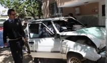 Misafirliğe gittiği evin bahçesine otomobille daldı: 4 yaralı
