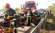 Karşı şeride geçen kamyonet dehşet saçtı: 2 ölü, 3 yaralı