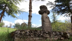 400 yıllık mezar taşlarında kurşun izleri