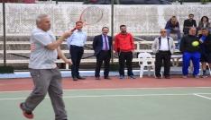 """Uşakta geleneksel """"Bahara Merhaba Tenis Turnuvası"""" başladı"""