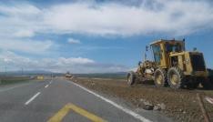 Karayolları Selim-Sarıkamış arasını sıcak asfalt yapıyor