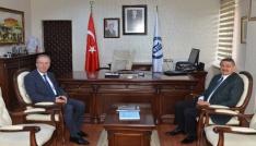 Başkan Akından Rektör Uzuna tebrik ziyareti