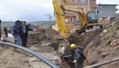 Sarıkamış Belediyesi ilçenin 100 yıllık içme suyu şebekesini değiştiriyor