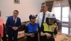Osmaniyede engelli çocuklar polis oldu