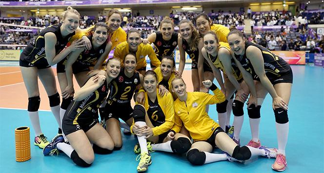 VakıfBank yenilgisiz yarı finalde