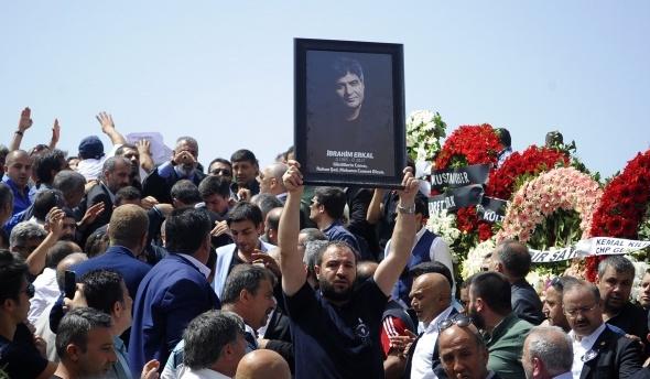Binlerce kişi İbrahim Erkal'ı son yolculuğuna uğurladı