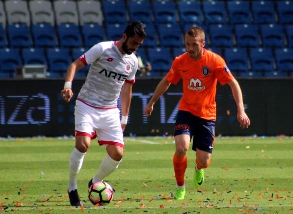 Başakşehir Gençlerbirliği maçından kareler
