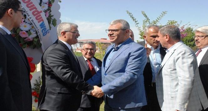 Başbakan Yardımcısı Veysi Kaynak Burdur'da düğüne katıldı