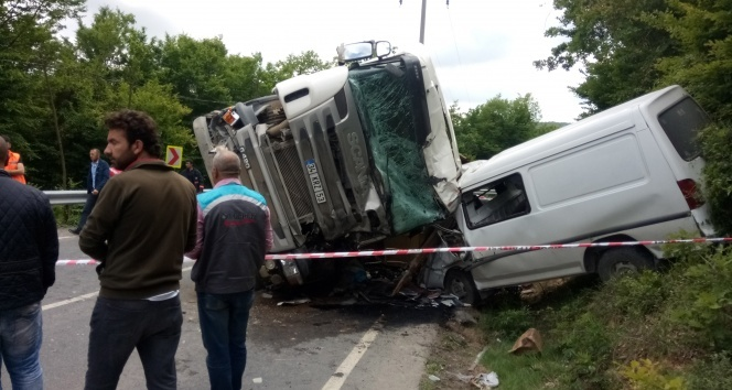 moloz yüklü kamyon dehşet saçtı: 1 ölü, 8 yaralı